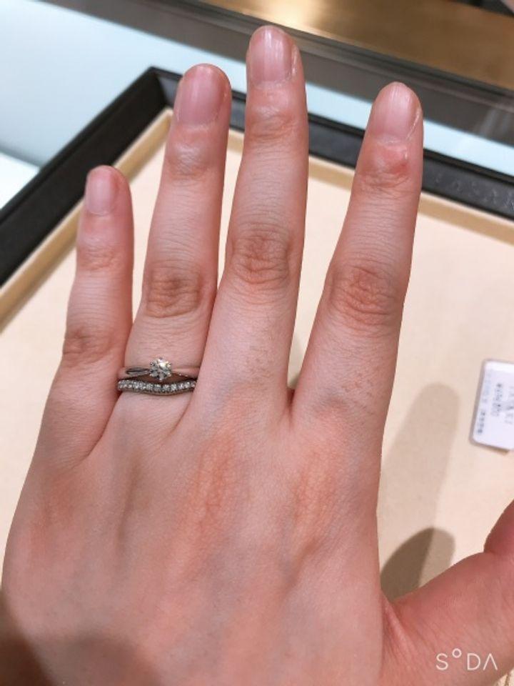 【TASAKI(タサキ)の口コミ】 シンプルなデザインでダイヤモンドに向かって、プラチナ部分が絞られてい…