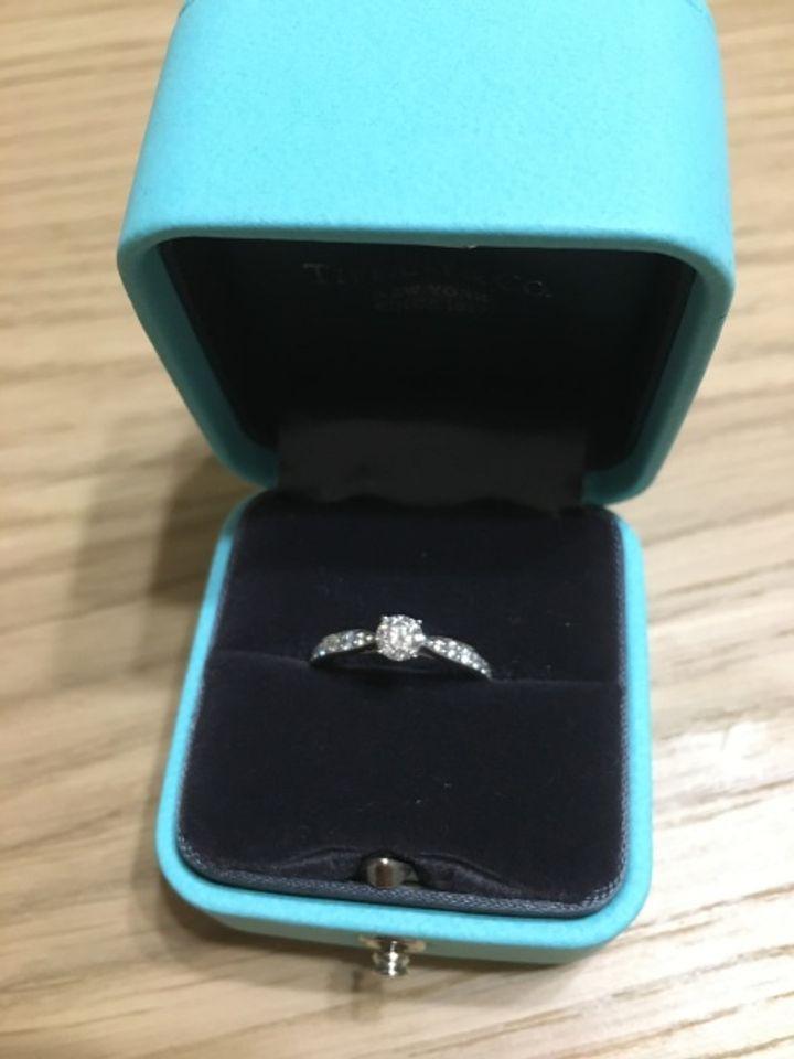【ティファニー(Tiffany & Co.)の口コミ】 婚約指輪は憧れのブランドのものがいい…!とずっと密かに思ってい…