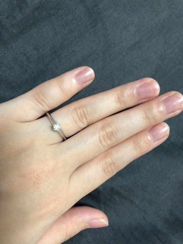 【ティファニー(Tiffany & Co.)の口コミ】 結婚指輪と重ね付けをしたかったのでシンプルなデザインを探していました…