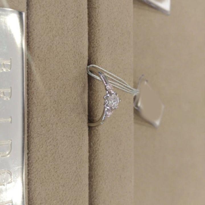 【BRIDGE(ブリッジ)の口コミ】 個性的で可愛らしいデザインですし、サイドに配置されたピンクダイヤも綺…