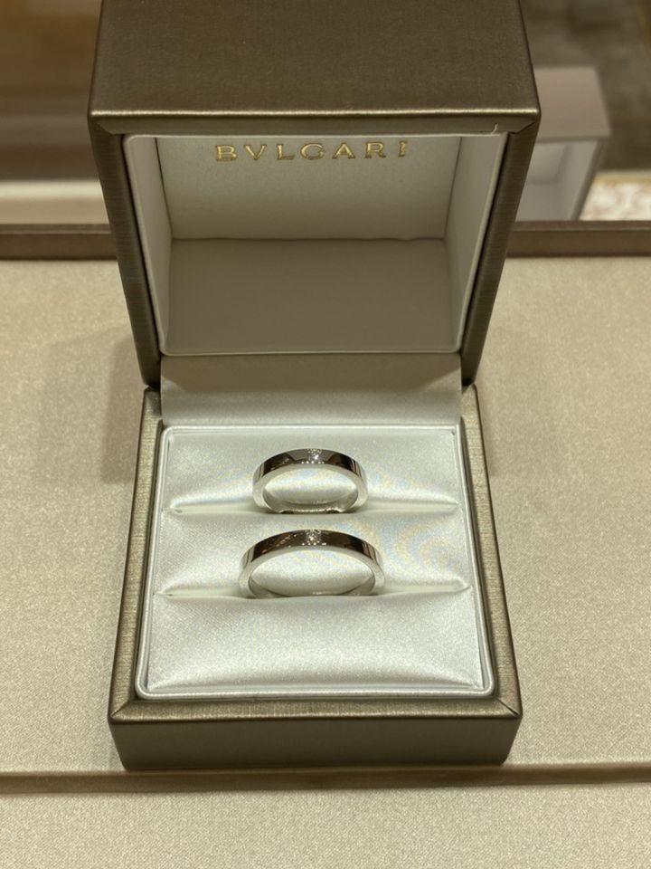 【ブルガリ(BVLGARI)の口コミ】 四角いダイヤモンドが入っているスタイリッシュな結婚指輪を探していまし…