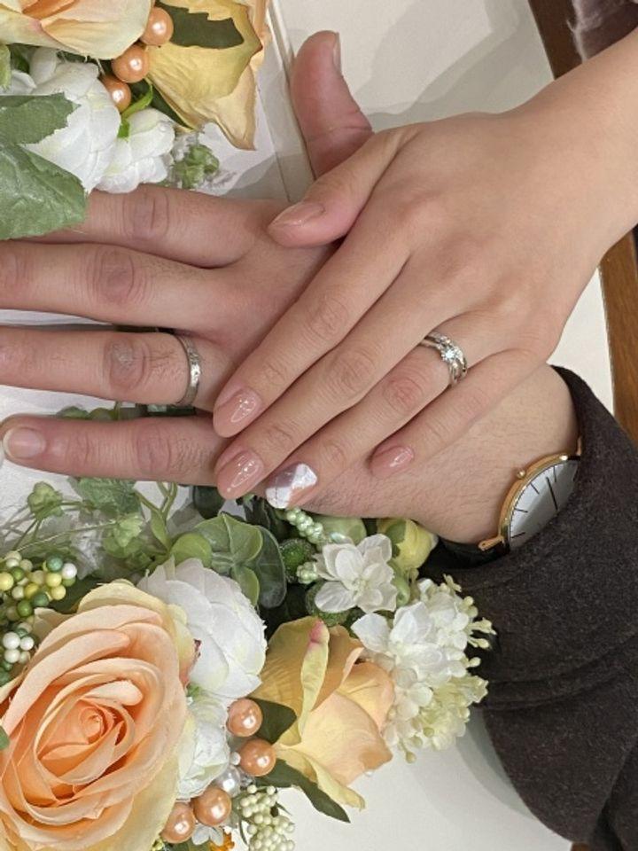 【COLANY(コラニー)の口コミ】 指輪のデザイン最高です!つけ心地もよく、価格も自分たちが納得のいく価…