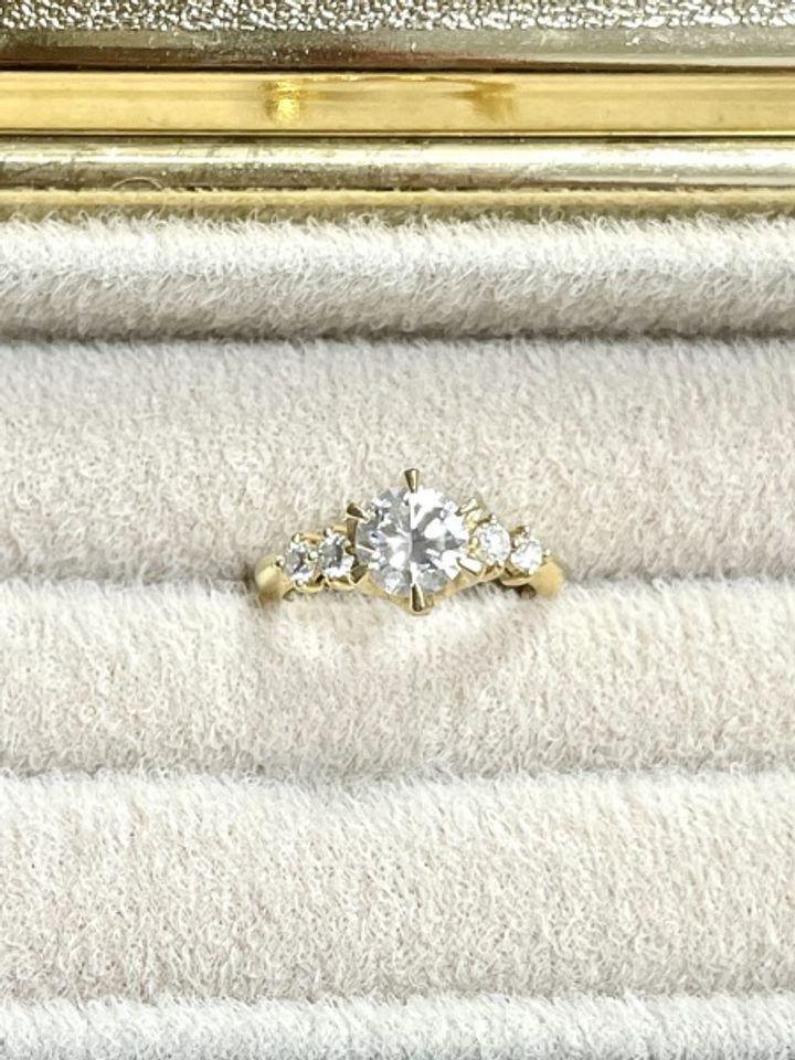 【Bridal Jewelry Fujita(ブライダルジュエリーフジタ)の口コミ】 老舗のお店からブランド店まで色々と回りましたが、同じ種類、ランク、品…