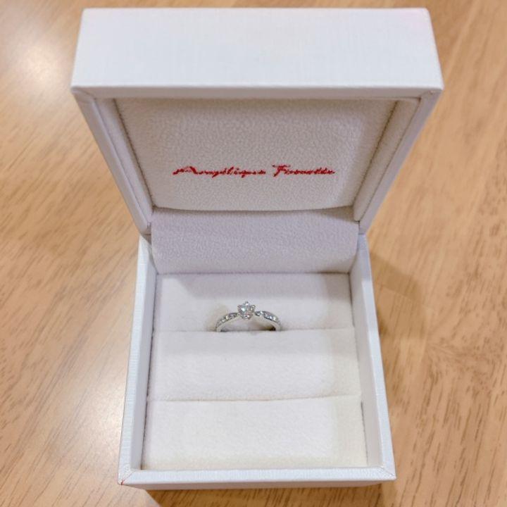 【アンジェリックフォセッテ(Angelique Fossette)の口コミ】 最初にセンターに入れるダイヤモンドを選びました 4Cの説明を受け0.322ct…