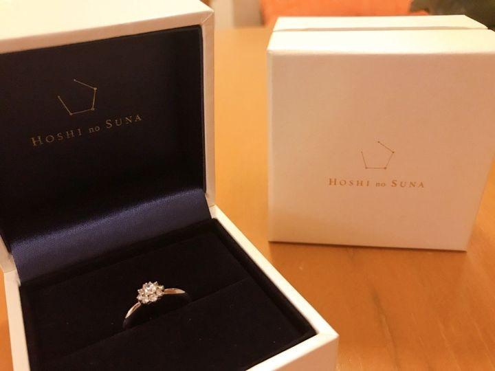 【HOSHI no SUNA 星の砂(ほしのすな)の口コミ】 大きなダイヤモンドが付いていて王道の婚約指輪のデザインにも関わらず、…