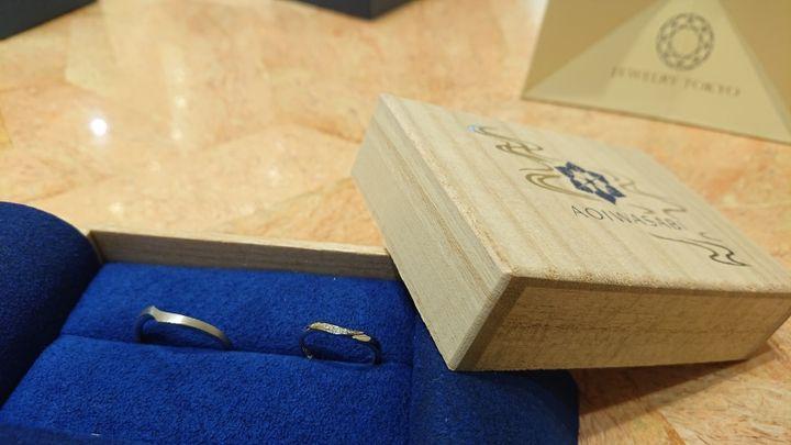 【葵山葵(アオイワサビ)の口コミ】 婚約指輪のデザインに合うものを探していて、色々見た中で同じブランドが…