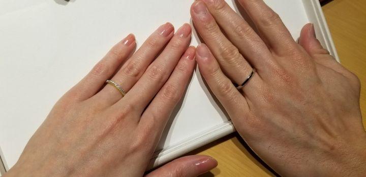 【RosettE(ロゼット)の口コミ】 ゴールドが入っており、いかにもな結婚指輪というよりは、カジュアルな指…