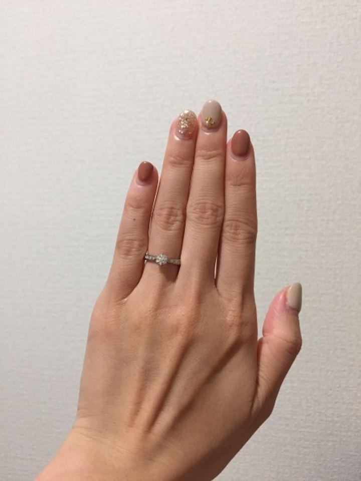 【SONARE(ソナーレ)の口コミ】 シンプルなデザインが好みでしたが、メインのダイヤモンドのサイドにリボ…