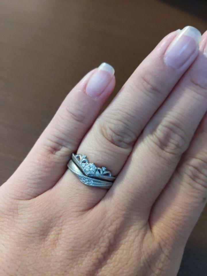 【DEAREST(ディアレスト)の口コミ】  婚約指輪のデザインが可愛くて、それとセットでつけられる結婚指輪です。…