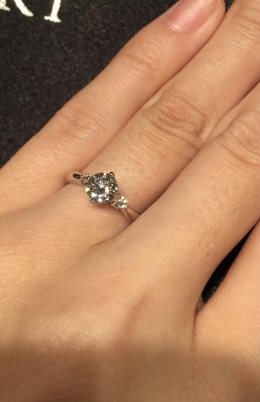 【TASAKI(タサキ)の口コミ】 サイドにも石がついているデザインを妻が希望していたので、こちらの指輪…