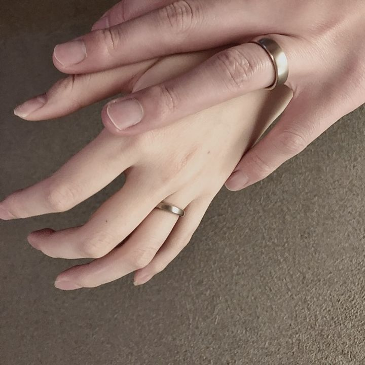 【NIESSING(ニーシング)の口コミ】 結婚指輪の色はゴールドとシルバーでどちらも魅力に感じていましたが、こ…