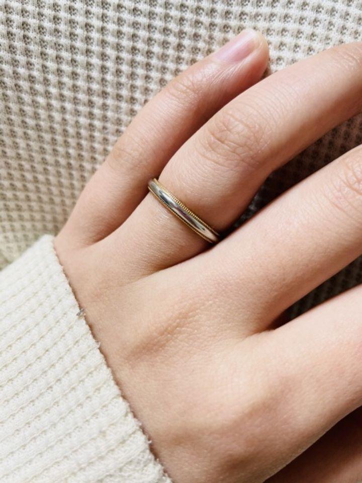 【ギンザタナカブライダル(GINZA TANAKA BRIDAL)の口コミ】 指輪の内側がピンクゴールドで縁にはミル打ちというぽこぽことしたのが付…