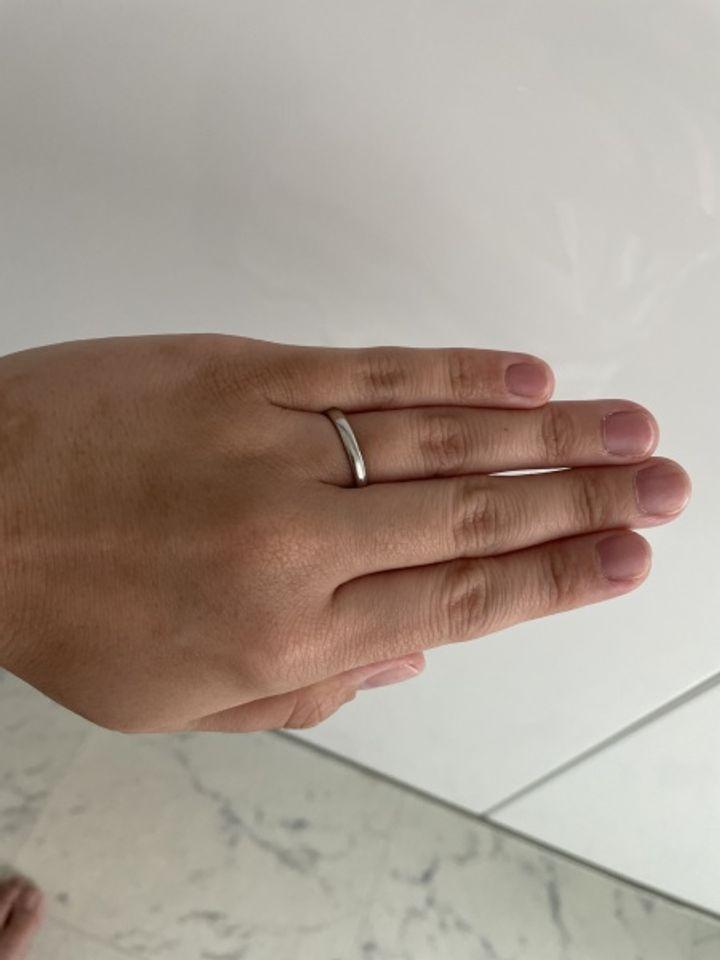 【SANJI(サンジ)の口コミ】 指輪のデザインが水が流れているような感じで、普通のリングの形では無い…
