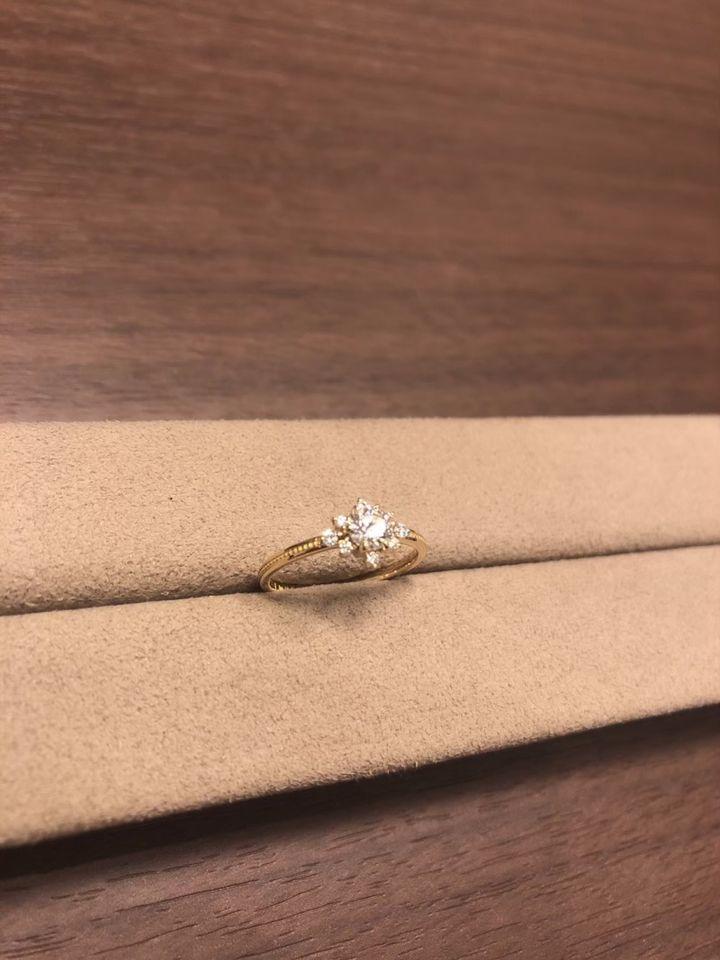 【infinitylove(インフィニティラヴ)の口コミ】 私の好きなひまわりのデザインの指輪を選んでプレゼントしてくれました。 …