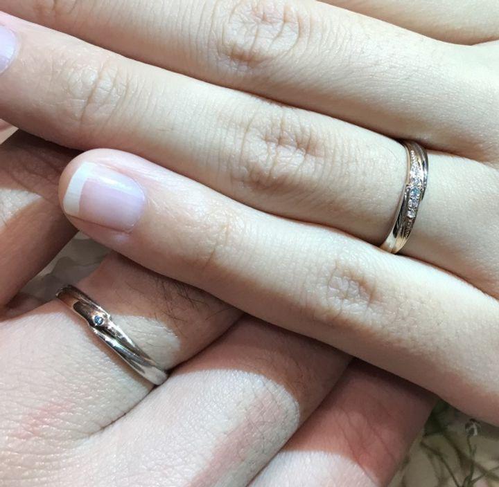【TIARA(ティアラ)の口コミ】 ピンクゴールドとシルバーを組み合わせた色合いのリングを選びました。少…