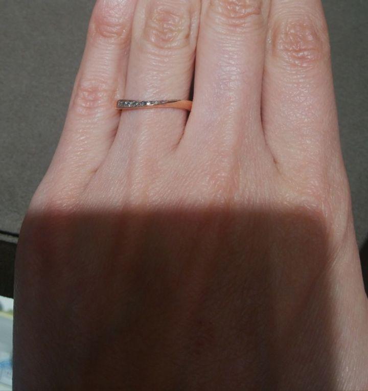 【Preuve(プルーヴ)の口コミ】 流れるようなウェーブラインで、指が細く長く見えるデザインで気に入りま…