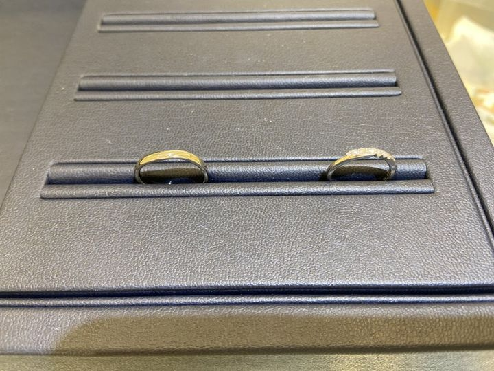 【TOMIYA(トミヤ)の口コミ】 ウェーブ型かストレート型がいいなと思って指輪を探していました。中央に…
