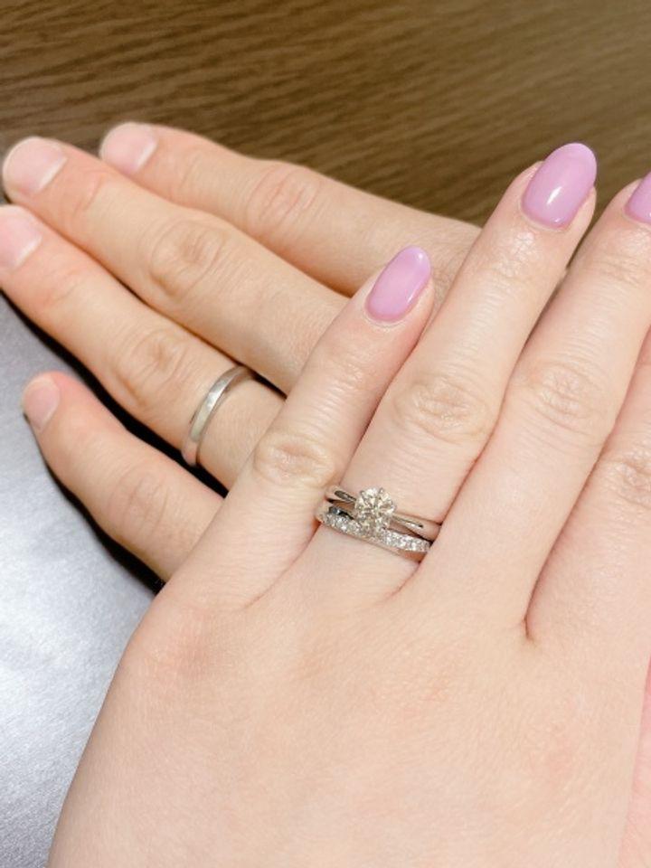【ANTWERP BRILLIANT(アントワープブリリアント)の口コミ】 結婚指輪は婚約指輪と重ねて着けたかったので、ストレートのデザインに。…