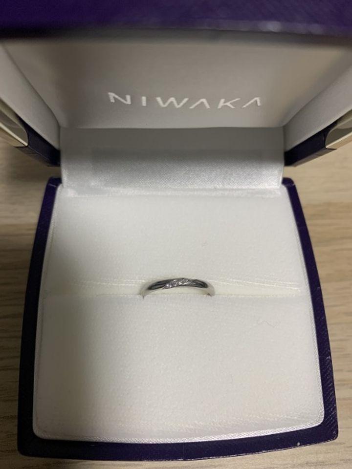 【俄(にわか)の口コミ】 婚約指輪似合いそうな形のストレートタイプのものにしました。 あまり動き…
