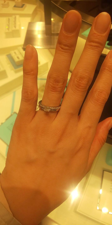 【ティファニー(Tiffany & Co.)の口コミ】 エンゲージリングは、ダイヤモンドが沢山あしらわれたデザインを試着しま…