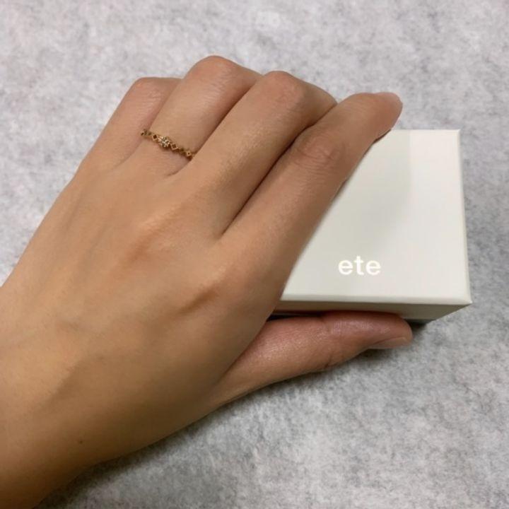 【ete(エテ)の口コミ】 いかにもといったデザインの婚約指輪にはあまり興味がなく、普段つけてい…