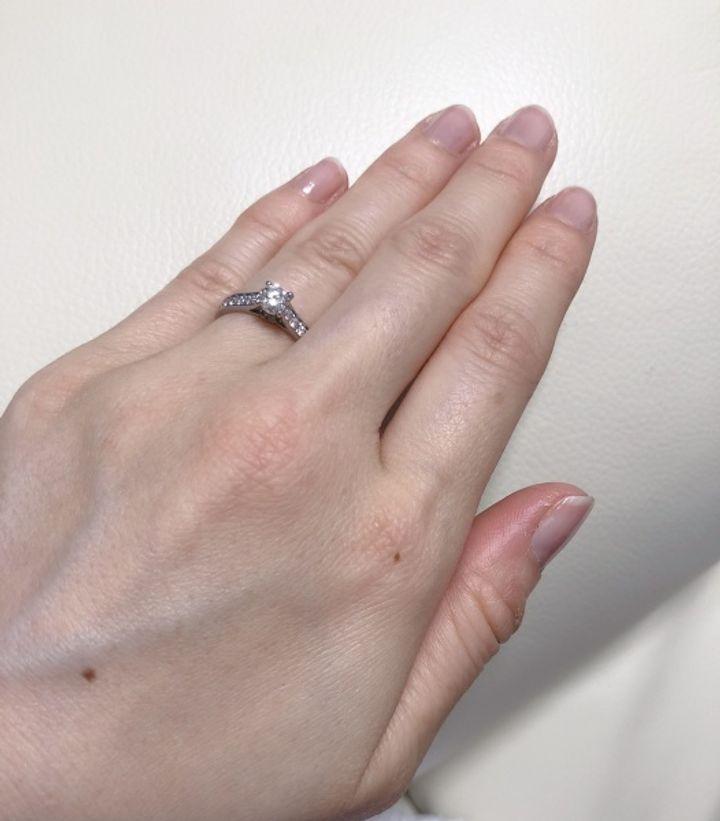 【カルティエ(Cartier)の口コミ】 ダイヤが立体的に配置されている上に隙間なくサイドにも埋まっている1895…