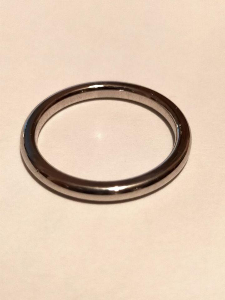 【フラー・ジャコー(FURRER-JACOT)の口コミ】 指輪のデザインはシンプルで、プラチナに一粒のダイヤが着いているもので…