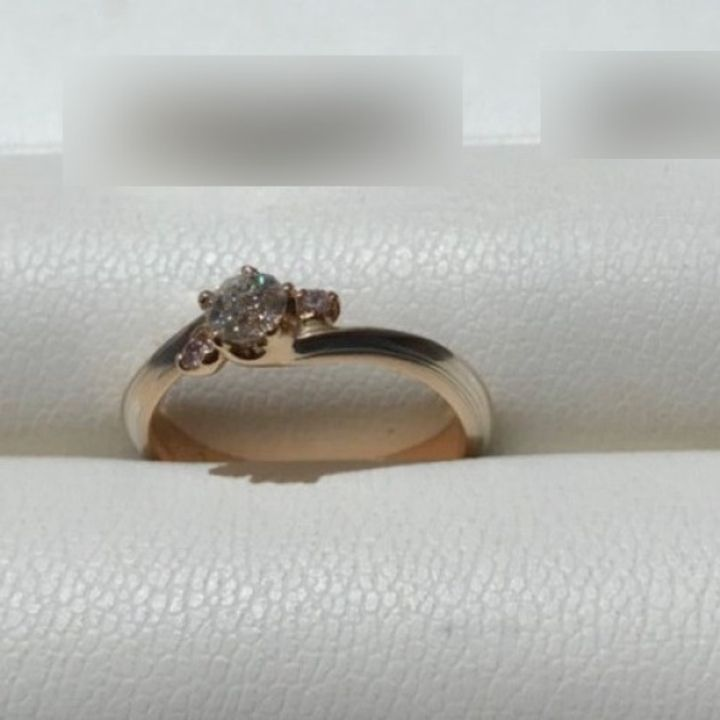【杢目金屋(もくめがねや)の口コミ】 花をモチーフにした可愛らしく上品なデザインのリングであり、杢目の色合…
