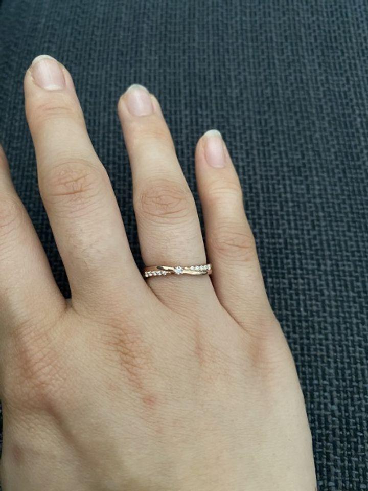 【canal4℃(カナルヨンドシー)の口コミ】 ピンクゴールドで、キラキラ輝く石が可愛くて、これを選びました。ねじり…