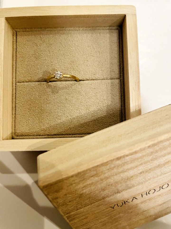 【YUKA HOJO jewelryの口コミ】 クラシックなデザインとゴールドが可愛くて購入してもらいました。土目の…