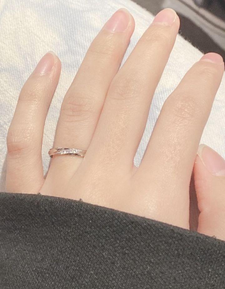 【insembre(インセンブレ)の口コミ】 Pt900で傷が付きにくいのと、ダイヤが真っ直ぐじゃなく斜めに、4つも入って…