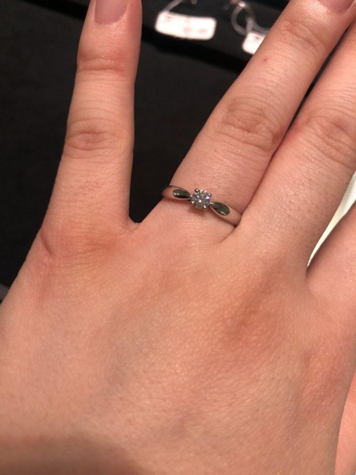 【ティファニー(Tiffany & Co.)の口コミ】 ダイヤのところで絞られており、リボンのように見え、とてもかわいいデザ…