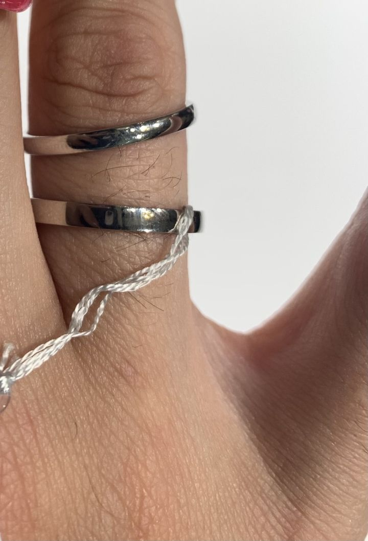 【Preuve(プルーヴ)の口コミ】 シンプルで、価格が他の指輪と比べて安く、良心的です。素材はK10=10金の…