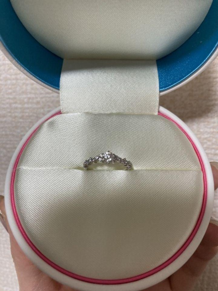 【COCKTAIL(カクテル)の口コミ】 中心のダイヤモンドのサイドに、お花のようにダイヤモンドがあしらわれた…