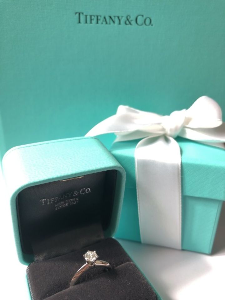 【ティファニー(Tiffany & Co.)の口コミ】 婚約指輪はティファニー!!と絶対決めていたので。女子の憧れのティファ…