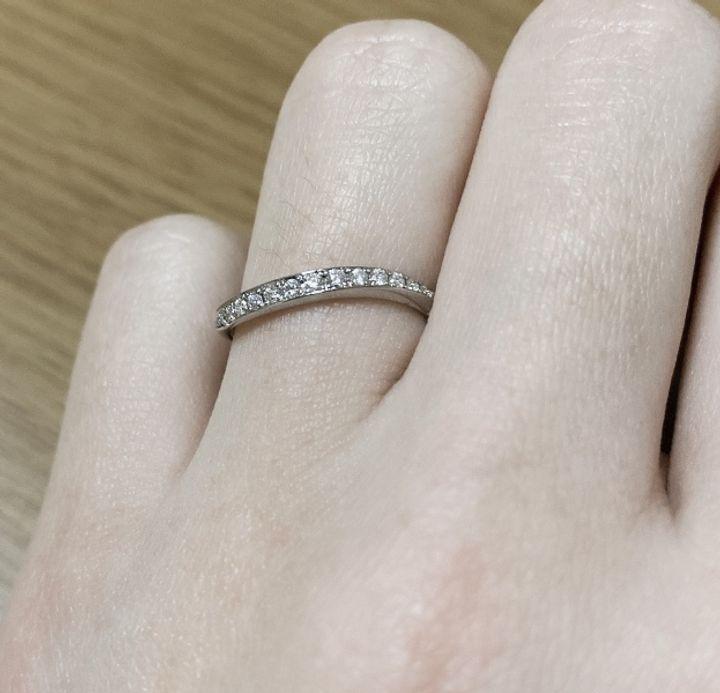 【フォーエバーマーク(FOREVERMARK)の口コミ】 いろいろ見せてもらってたくさんの指輪で悩んだのですが、この指輪のデザ…