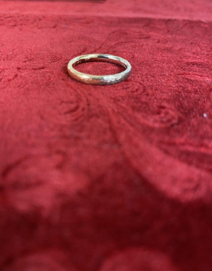 【NIESSING(ニーシング)の口コミ】 お互いの好きな色を一つずつ選び、バイカラーの指輪にしました。素材はど…