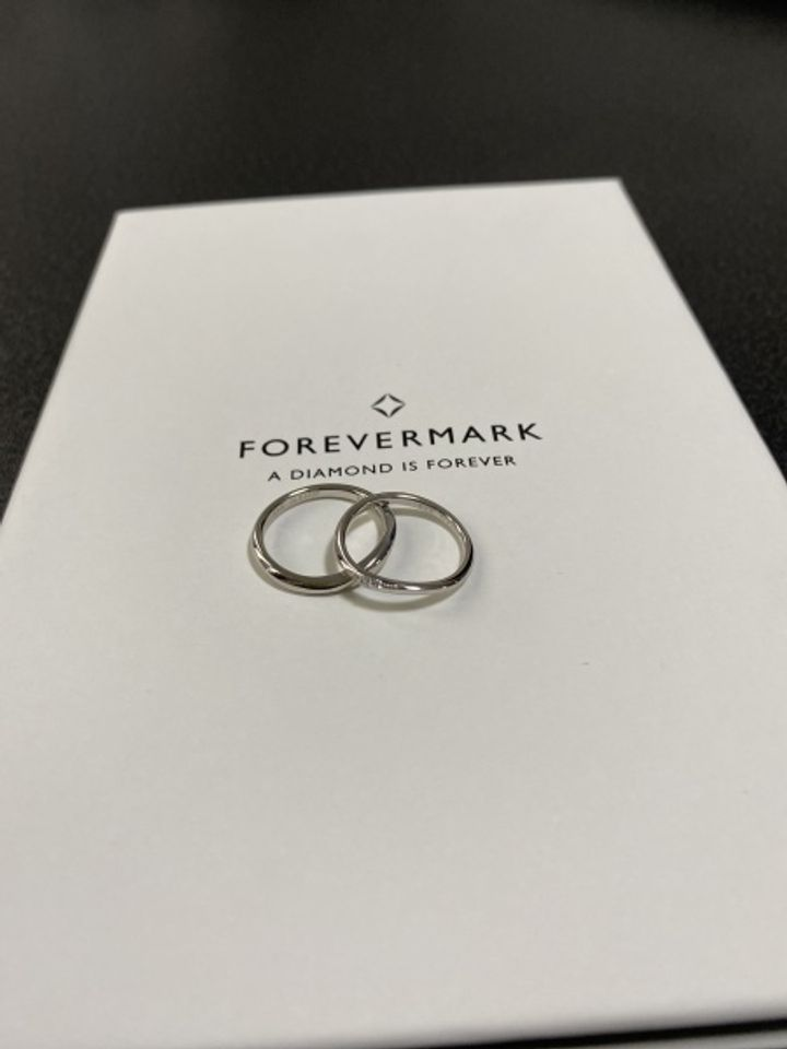 【フォーエバーマーク(FOREVERMARK)の口コミ】 ポリッシュで、プラチナ950、デザインは真ん中にダイヤが沢山入っていて細…