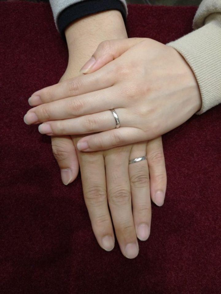 【insembre(インセンブレ)の口コミ】 夫はつや消し素材希望、私はダイヤが斜めデザイン希望で、2人の希望が重な…