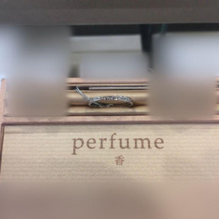 【infinitylove(インフィニティラヴ)の口コミ】 香りをコンセプトにしたリングでありひねりの入ったデザインが上品で綺麗…