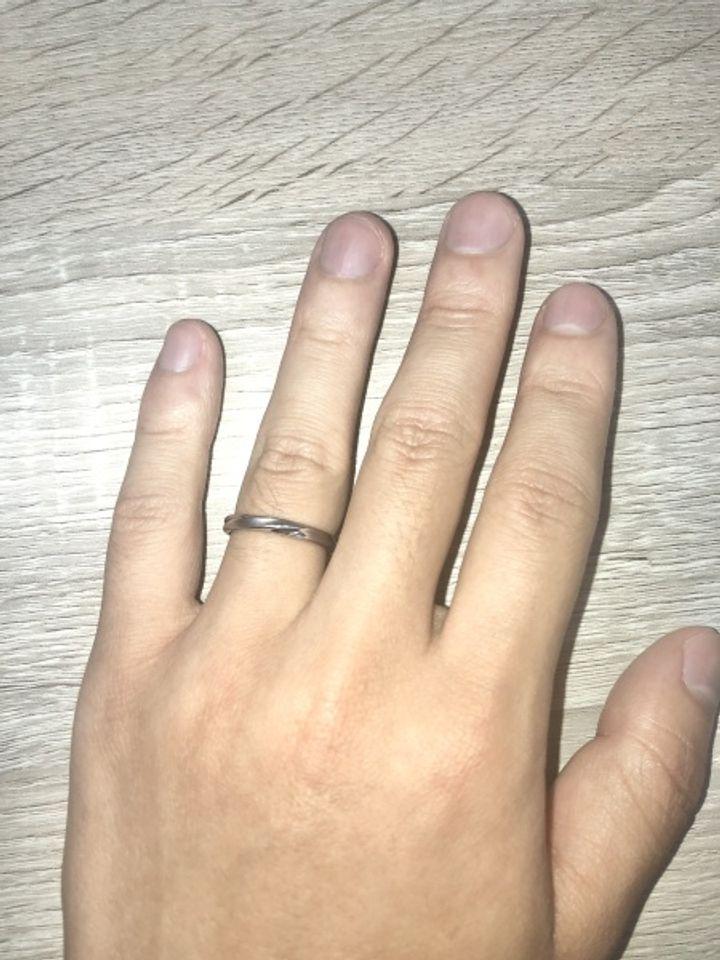 【ギンザタナカブライダル(GINZA TANAKA BRIDAL)の口コミ】 典型的な指輪の形だと好きじゃないが、あまり奇抜すぎるのも嫌なので、ウ…