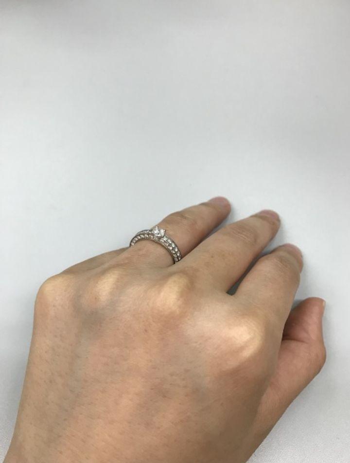 【ブルガリ(BVLGARI)の口コミ】 結婚指輪をシンプルな太めのイエローゴールドにする予定で、それと重ね付…