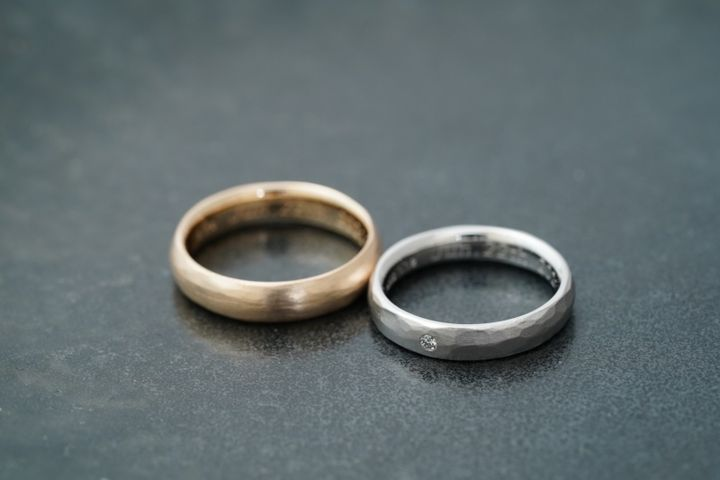 【THREE TREES(スリーツリーズ)の口コミ】 ゴールド ヘアライン マット プラチナ 土目調 マット  2人だけの指輪…