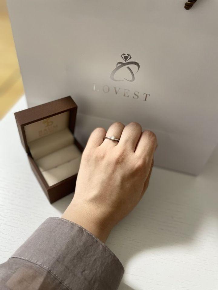 【BAUM(バーム)の口コミ】 ナチュラルベーシックな指輪です。リング部分の打ち込みに手作りの暖かみ…