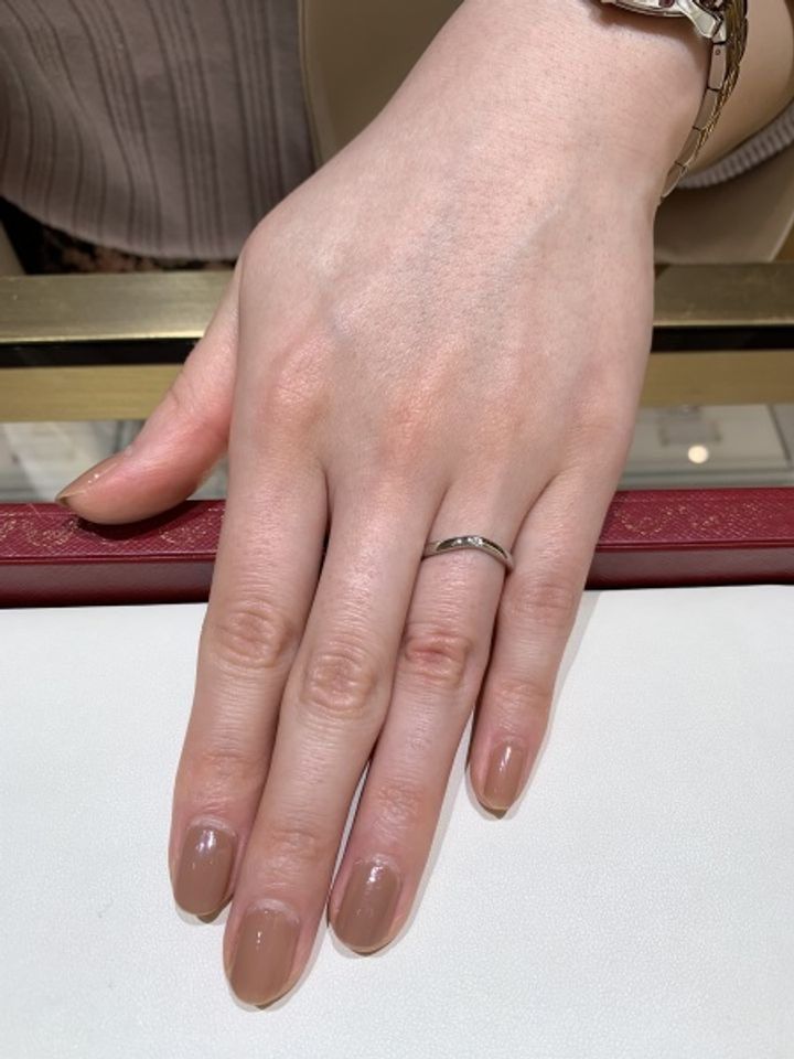 【カルティエ(Cartier)の口コミ】 指輪のデザインはシンプルですが、真ん中にダイヤモンドがセットされてい…