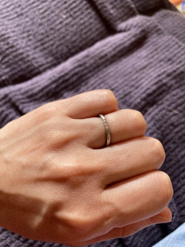 【ティファニー(Tiffany & Co.)の口コミ】 結婚指輪はティファニーと決めていました。素材はプラチナで、シンプルさ…