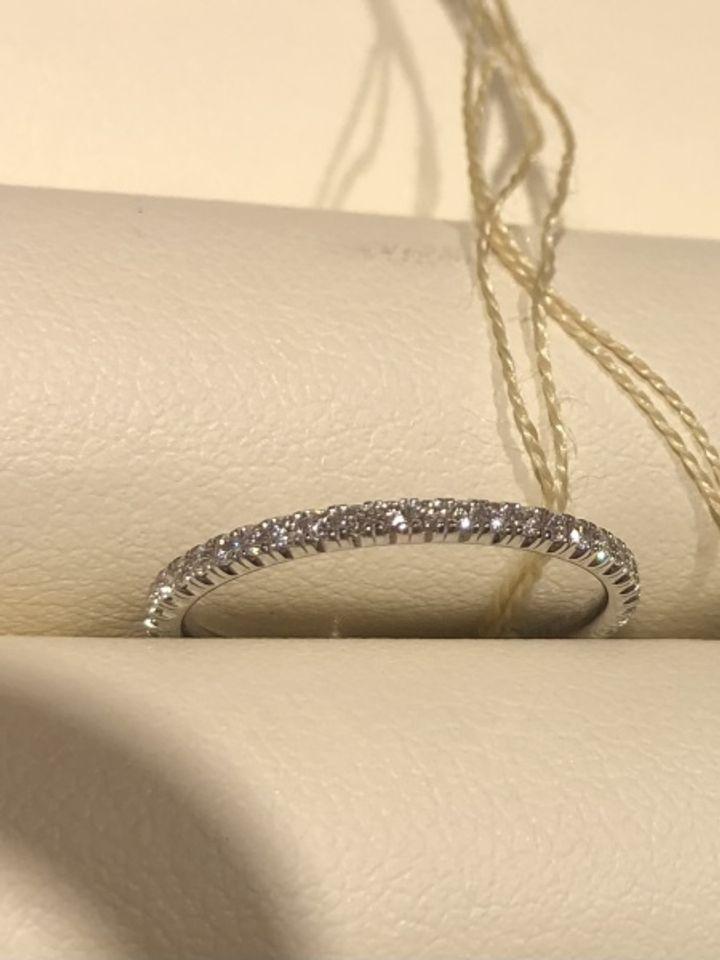 【カルティエ(Cartier)の口コミ】 カルティエのフルダイヤリング。すごく華奢で指がとてもきれいに見えるの…