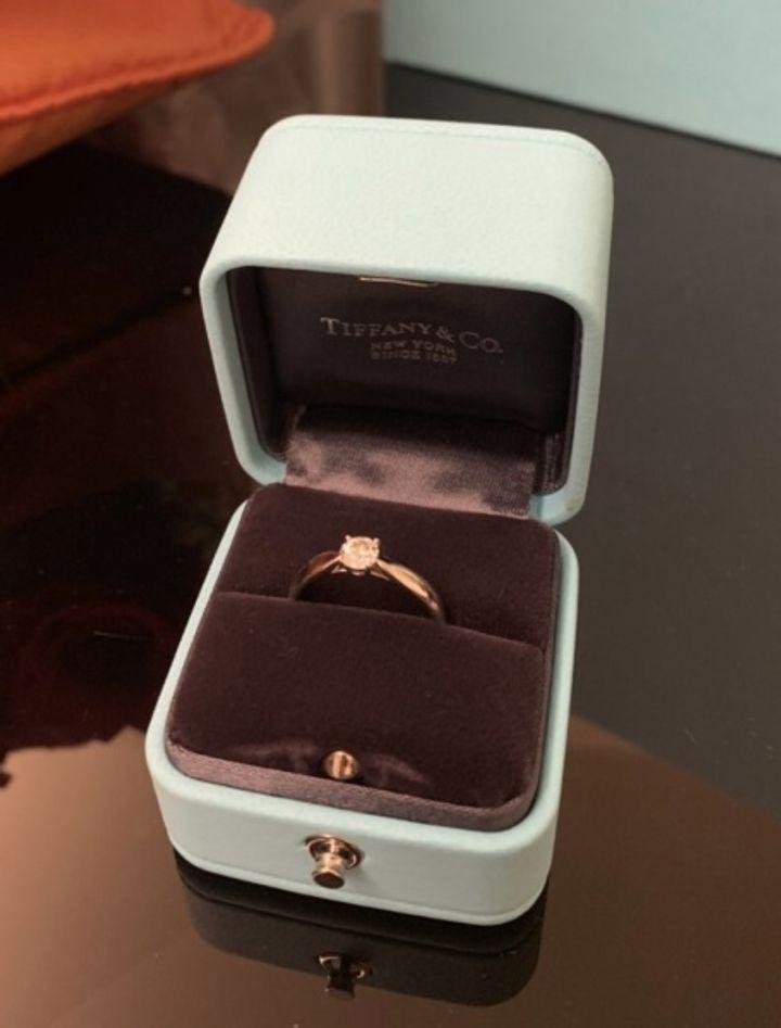 【ティファニー(Tiffany & Co.)の口コミ】 シンプルなデザイン、石があまり引っかかりのない指輪で、と彼に伝えたと…