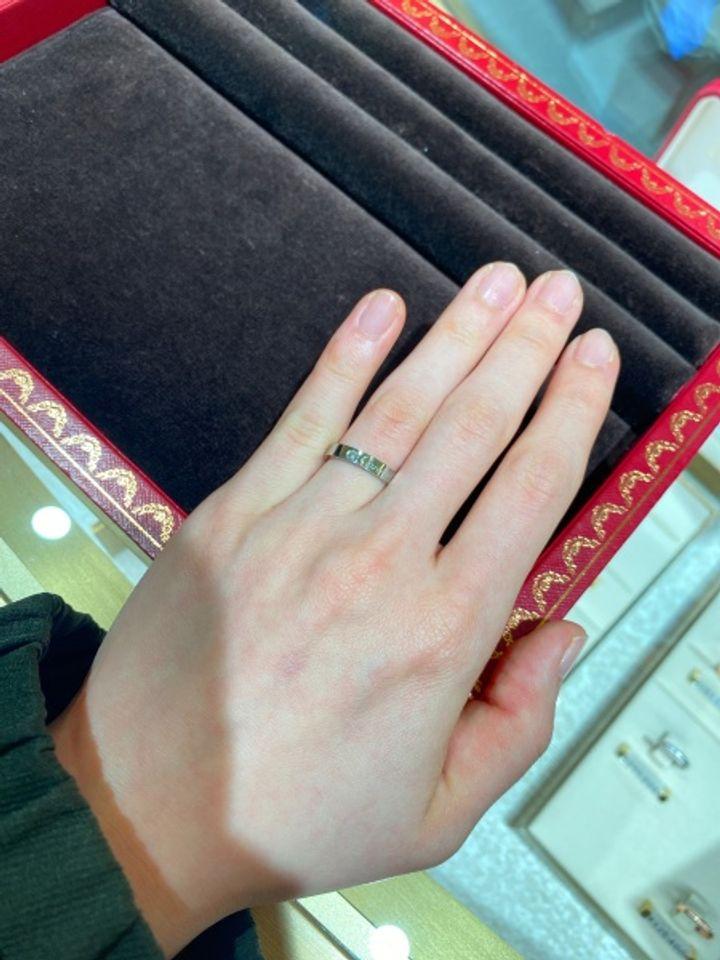 【カルティエ(Cartier)の口コミ】 海外ブランドらしい幅広で、スタイリッシュなデザインです。カルティエの…