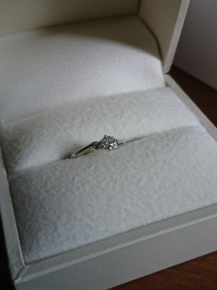 【RUNOA(ルノア)の口コミ】 ブルーダイヤが使われているデザインが好みであったこと、刻印や、誕生石…